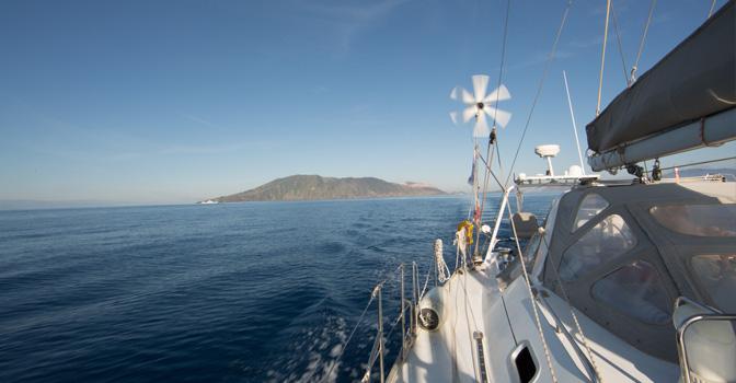Les iles éolinnes vue de Thera explorer, Photo Serge Briez, Cap médiations 2014