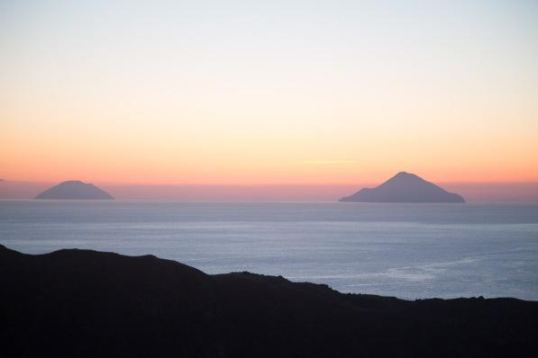 Coucher du soleil en haut du grand cratère de Vulcano, ile éolienne, Italie, Photo Serge Briez, Cap médiations 2014