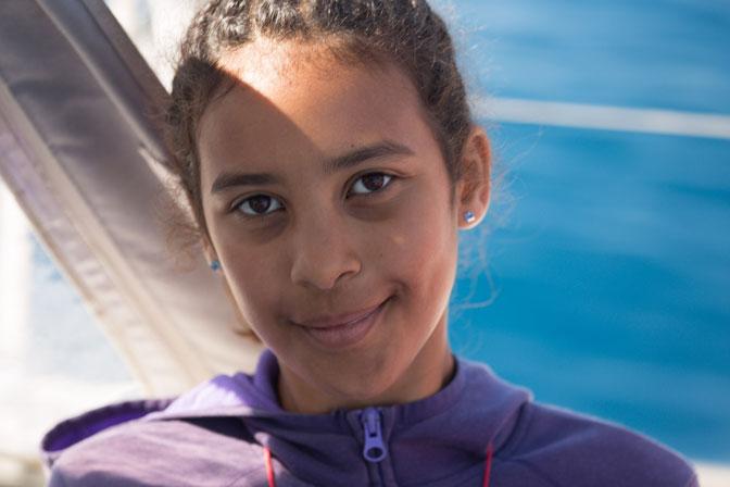 Nina à bord de Thera explorer, photo serge Briez, Cap médiations 2014