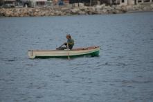 Pêcheur à la rame dans le détroit de Messine, photo Serge Briez, Cap médiations 2014