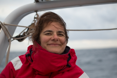 Agnès Briez sur Thera explorer, Photo Serge Briez, Cap médiations 2014