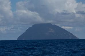 Arrivée aux iles eoliennes, Thera explorer, photo Serge Briez, Cap médiations 2014