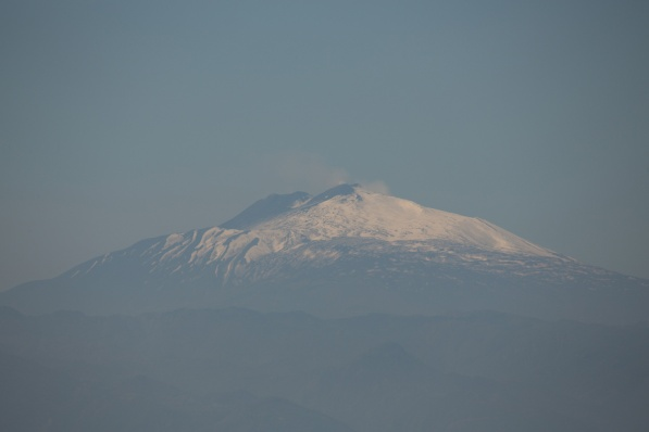 Etna vue de Thera explorer, entre les iles éoliennes et le détroit de Messine, Photo Serge Briez, cap médiations 2014