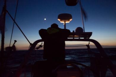 Thera explorer au coucher du soleil, photo Serge Briez, Cap médiations 2014