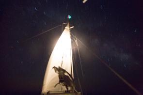 Thera explorer de nuit sous Genois seul, photo Serge Briez, cap médiations 2014
