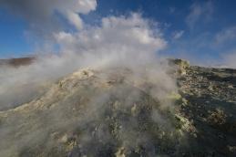 Les fumerolles en haut du grand cratère de Vulcano, ile éolienne, Photo Serge Briez, Cap Médiations 2014