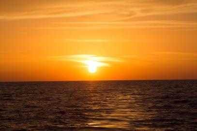 Preparation du coucher du soleil sur Thera explorer, photo Serge Briez, cap mediations 2014