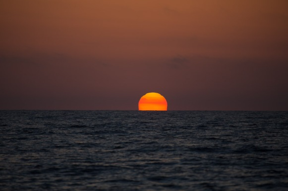 Coucher de soleil sur Thera explorer, photo Serge Briez, Cap mediations 2014