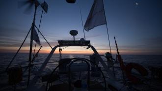 Lever de soleil sur Thera explorer, photo Serge Briez, cap mediations 2014