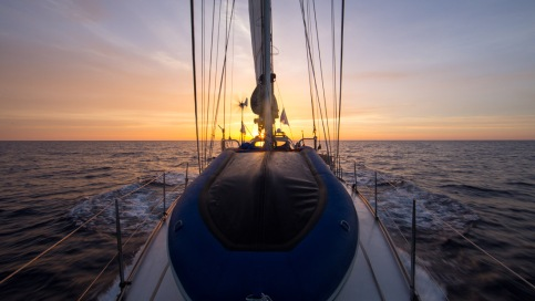Lever de soleil sur Thera explorer, photo Serge Briez, Cap médiations 2014