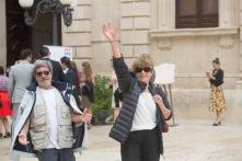 Pierre et Michelle sur la place du Duomo, Syracuse, photo Serge Briez, Cap médiations 2014