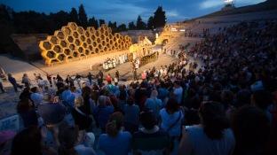 """Spectacle """"Le Vespe"""" au teatro greco, à Syracuse, photo Serge Briez, Cap médiations 2014"""