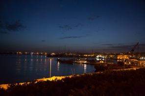 Vue de la marina de nuit, Syracuse, Sicile, photo Serge Briez, Cap médiations 2014