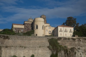 Le château de Lipari et la cathédrale, vue de Thera Explorer, photo Serge Briez, Cap médiations 2014