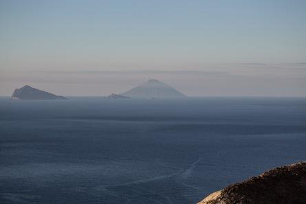 îles éoliennes vue du sommet du grand cratère, photo Serge Briez, Cap médiations 2014