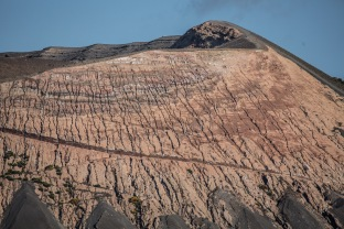 Chemin le long du grand cratère de Vulcano, photo Serge Briez, Cap médiations 2014