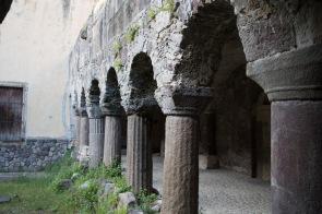 Cloitre contigu à la basilique San Bartoloméo, Lipari, photo Serge Briez, Cap médiations 2014
