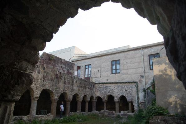 Cloitre du XIè Siècle contigu à la basilique San Bartoloméo, Lipari, photo Serge Briez, Cap médiations 2014