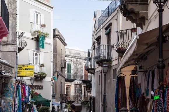 Les rues de Lipari, île éolienne, photo Serge Briez, cap médiations 2014
