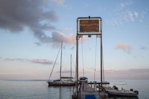 Théra Explorer sur le ponton porto salvo, Baie de Lipari, photo Serge Briez, Cap médiations 2014