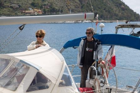 Pierre et Michelle à bord de Cacalou, départ de Lipari, photo Serge Briez, Cap médiations 2014
