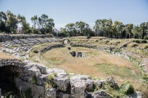Amphithéâtre romain de 140m de longueur par 119 m de largeur, Parc archéologique de Neapolis, photo Serge Briez, Cap médiations 2014
