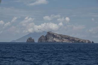 Panarea et le Stromboli derrière, photo Serge Briez, Cap médiations 2014