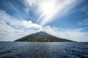 Village de Stromboli, au pieds du Volcan, Photo Serge Briez, cap médiations 2014