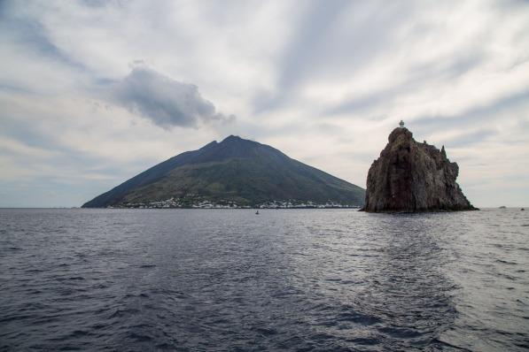 Stromboli et le Strombolicchio, photo Serge Briez, Cap médiations 2014