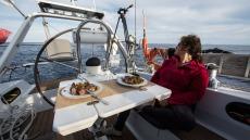 Départ du Stromboli, le repas du soir à bord de Thera Explorer, photo Serge Briez, Cap médiations 2014