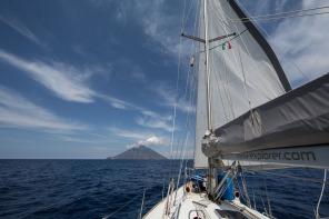 Stromboli, vue de Thera Explorer, photo Serge Briez, Cap médiations 2014