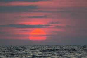 Coucher de Soleil sur Thera Explorer, photo Serge Briez, Cap médiations 2014