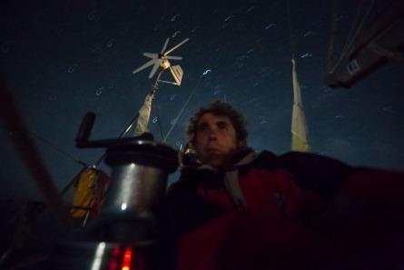 Serge Briez pendant son quart de nuit sur Thera Explorer, photo Serge Briez, Cap médiations 2014