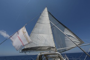Thera explorer, toutes voiles au vent, photo Serge Briez, Cap médiations 2014