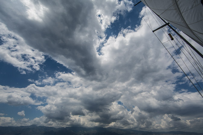 Détroit de Messine, vue sur la Sicile de Thera explorer, photo Serge Briez, cap médiations 2014