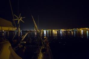 Départ de Syracuse à 2:00 du matin de Thera explorer, vue sur la ville, photo Serge Briez, Cap Médiations 2014