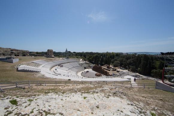 Vue au dessus du Teatro Greco, Parc archéologique de Néapolis, Syracuse, photo Serge Briez, Cap médiations 2014