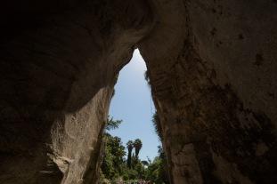 L'oreille de Dionisio, dans les jardins en dessous du Teatro Greco, Parc archéologique de Néapolis, Syracuse, photo Serge Briez, Cap médiations 2014