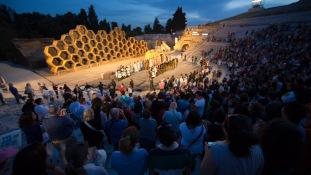 """Aplaudissements du spectacle """"Le Vespe"""" d'Aristofane au teatro greco de Syracuse, photo Serge Briez, Cap médiations 2014"""