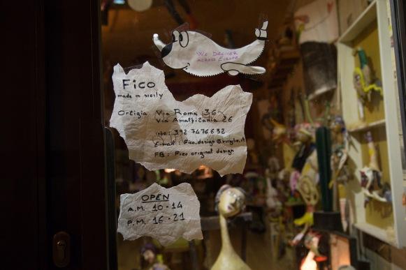 Coordonnées et Site internet, de la boutique de Design, Fico, Via Roma, Syracuse, photo Serge Briez, Cap médiations 2014