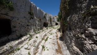 Rue des tombeaux, Au dessus du teatro greco, Parc archéologique de Neapolis, Syracuse, photo Serge Briez, cap médiations 2014