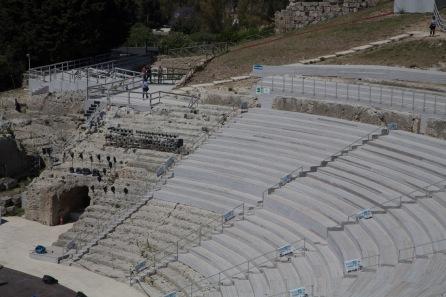 """Gradins du Teatro Greco pour la préparation du spectacle """"Le Vespe"""", Parc archéologique de Neapolis, photo Serge Briez, Cap médiations 2014"""