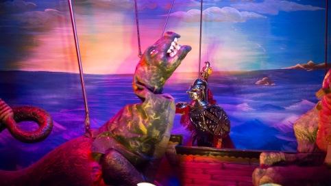 Orlando combattant le monstre venant dévorer Olympia, Spectacle de la chanson de Roland au Teatro Dei Pupi, Via della Giudecca, Syracuse, photo Serge Briez, Cap médiations 2014