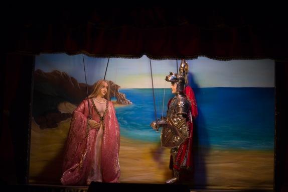 Olympia et Orlando, Scène de la chanson de Roland, Teatro dei Pupi, Syracuse, photo Serge Briez, Cap médiations 2014