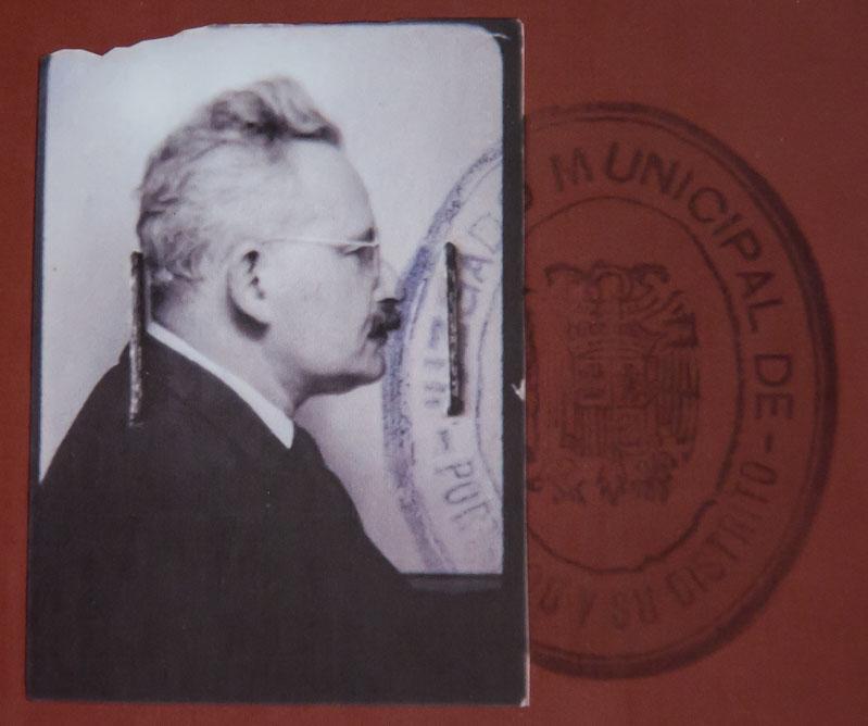 photo extraite du livre Dani Karavan hommage à Benjamin Walter à Portbou, Editions Philipp Von Zaben, Mainz 1995